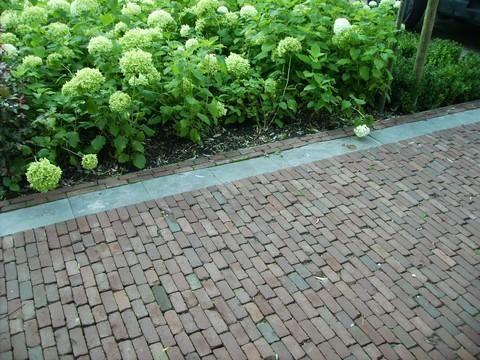 Oprit terras pad bestraten met oude waaltjes totaal for Oprit ontwerp