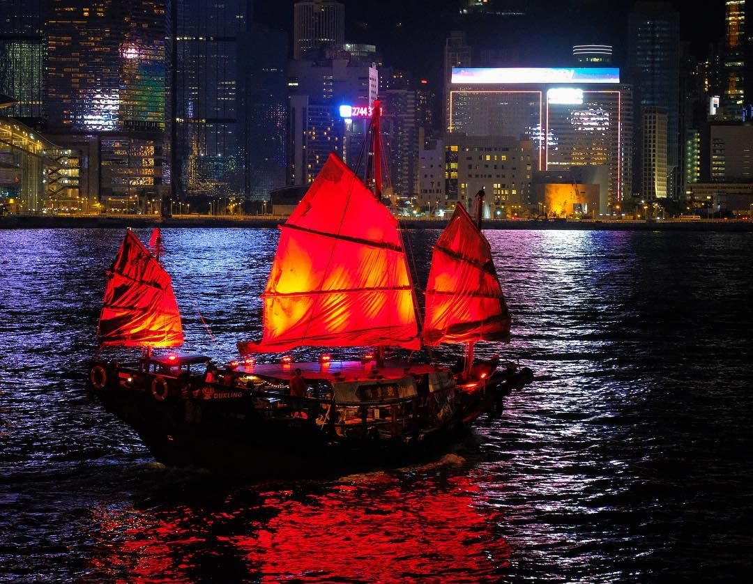 Junk - Hong Kong 🇭🇰 . . . . #fujixaus #fujifilm #fujixseries #fujilove #fujifilmx_au #fujifilmgfx_au #photopills #photographerfocus #hongkong  #discoverhongkong  #hongkong🇭🇰 #hongkongcity  #ig_hongkong  #redditITAP #redditphotography #agameoftones #moodygrams #shoottokill #shoot2kill #gramslayers #illgrammers #nightcrawlers #visualambassadors #visithongkong  #hongkonginsta  #hongkongstreets  #hongkongphotography  #streetsshared  #taxi  #hongkongisland
