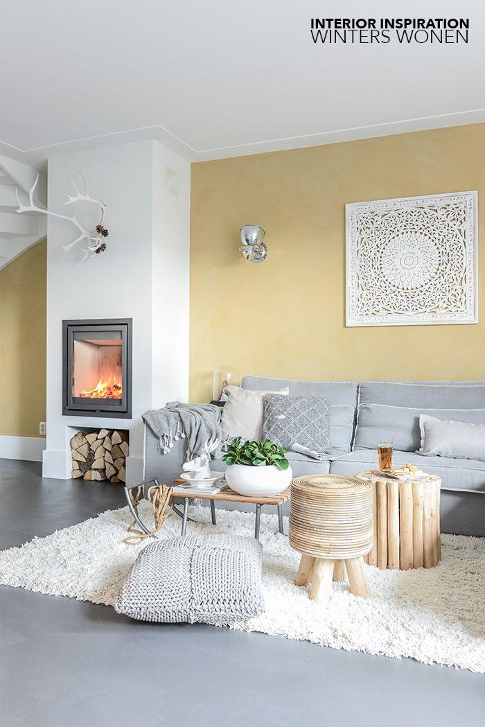 Sfeervol wonen met een openhaard, gietvloer en warme materialen (Binti Home Blog)  거실