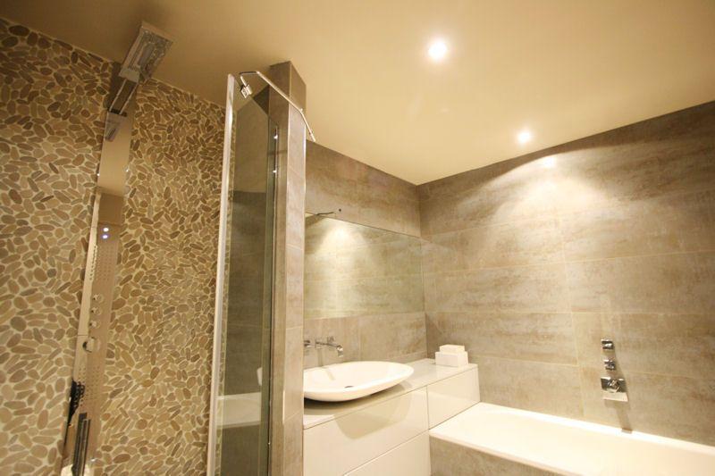 des galets dans la salle de bains un duplex lgant et color journal - Salle De Bains Beige