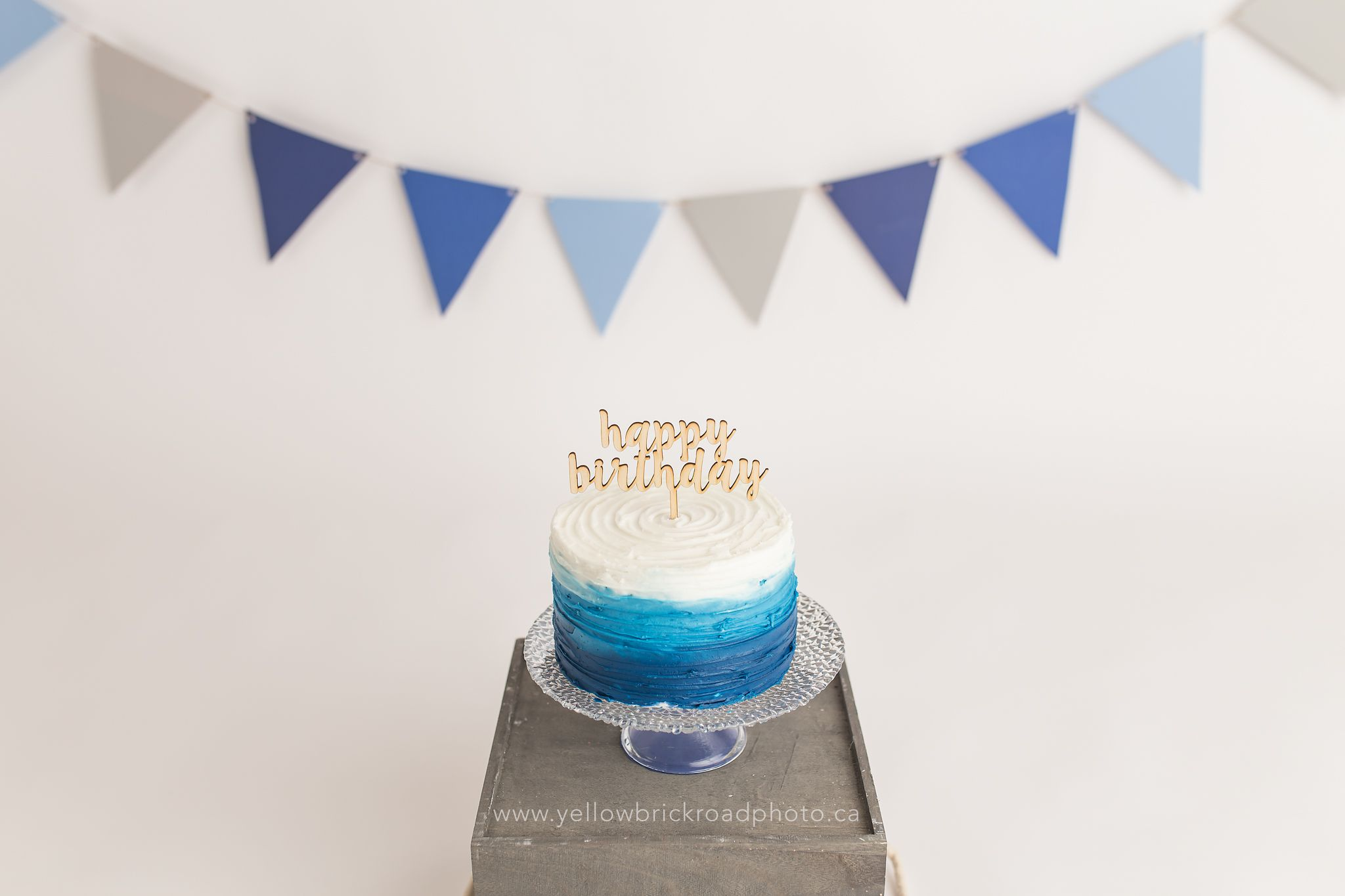 Textured blue ombre with @bashandcoparty Cake topper Yellow Brick ...