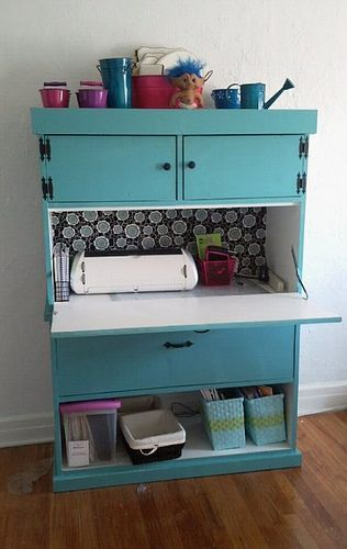 DIY craft desk. This would be a perfect work station.