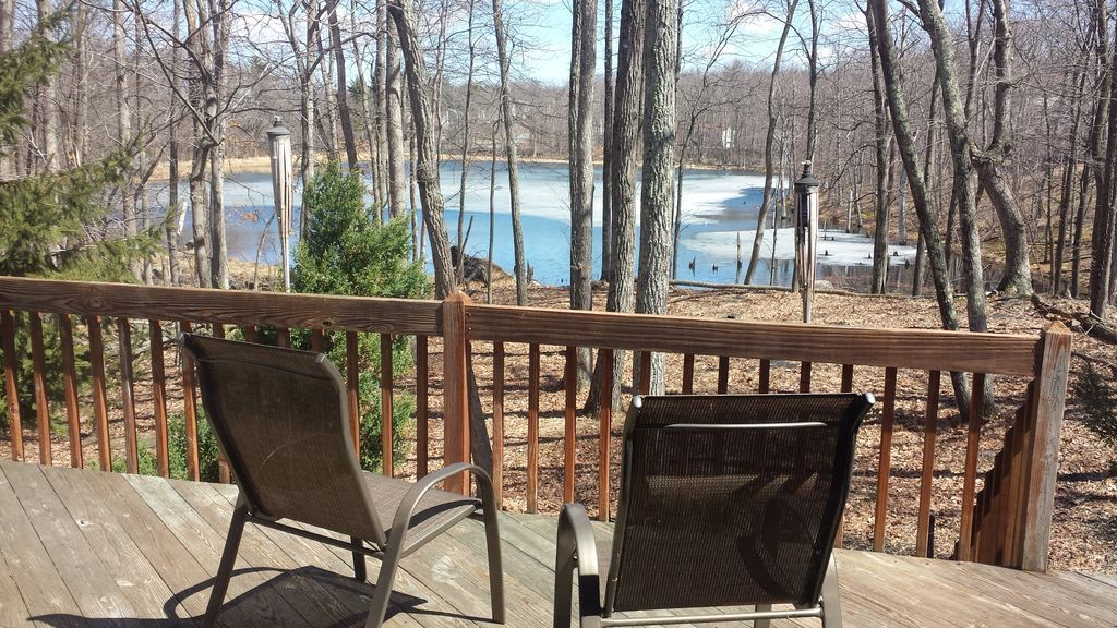 Lakefront 5 bedroom house in pocono pa with hot tub