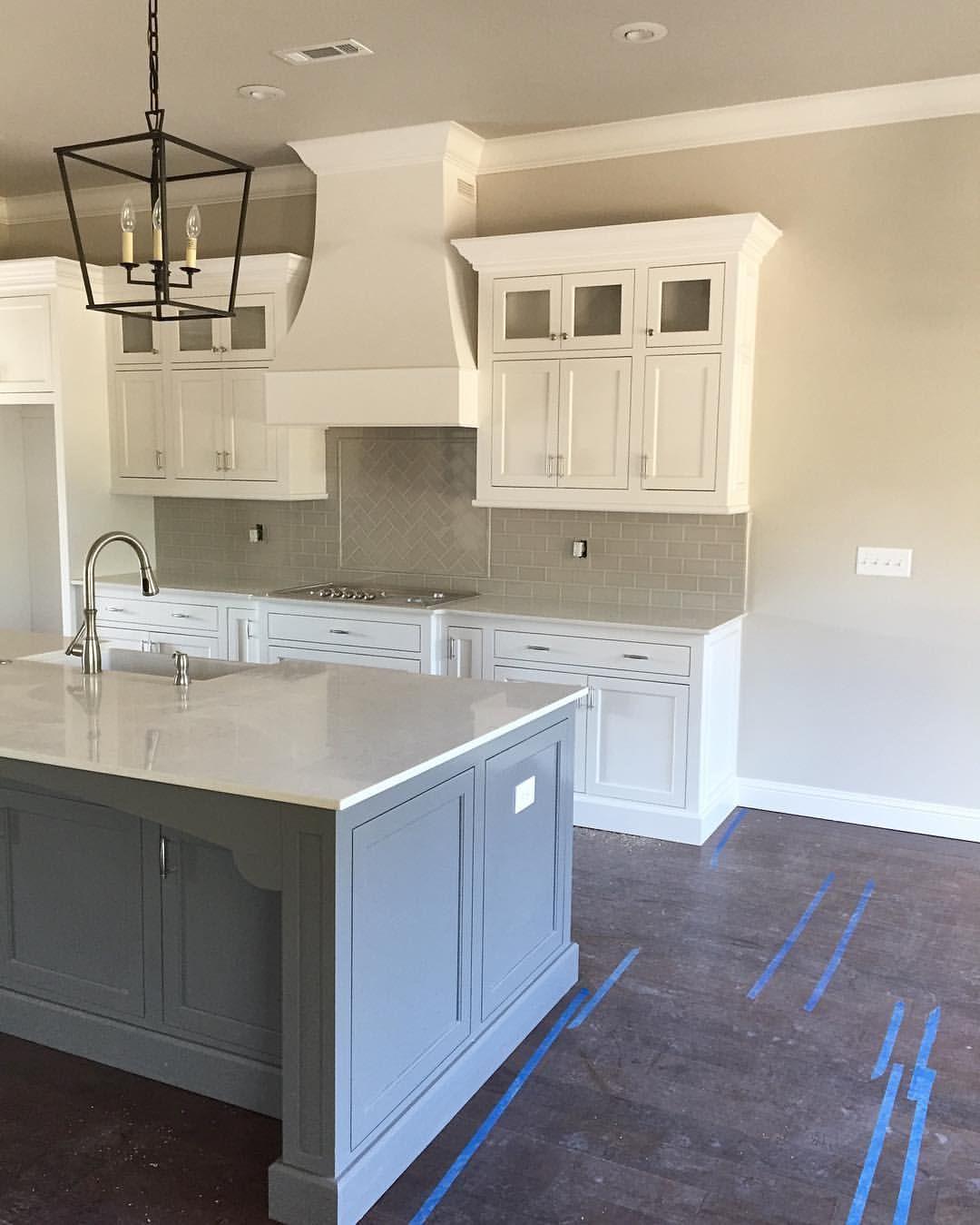 Farmhouse Kitchen Dark Cabinets: Island Gauntlet Gray