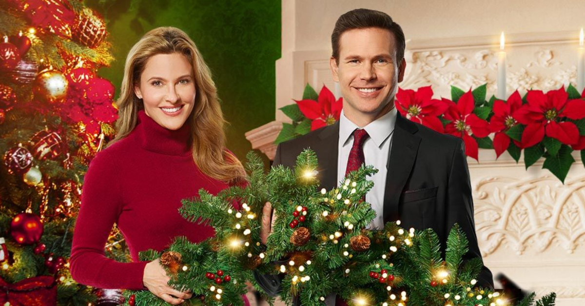 Preview Christmas Wishes And Mistletoe Kisses A Hallmark Channel Countdown To Christmas Original Movie 2019 Romantic Christmas Movies Christmas Movies On Tv Kids Christmas Movies