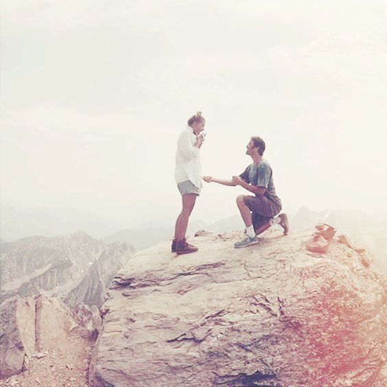 The Most Romantic Mountain Proposal Photo Moment You'll