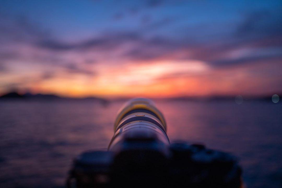 偷得浮生半日閒... 幾時開始...出街消遣都變成奢侈...  #leicaq2 #leicaphotography #leicahk #leicahongkong #landscapephotography #landscape  #hk #hongkong #instagram #西環 #西環碼頭 #日落黃昏 #sunset #stayhome #magichour #燒天 #sony #a7riv