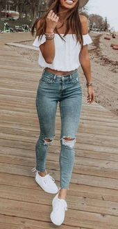 Los looks casuales son siempre los mejores #springstyle #casualstyle #denim #rippedjeans #… – Rose Patrice  – Moda
