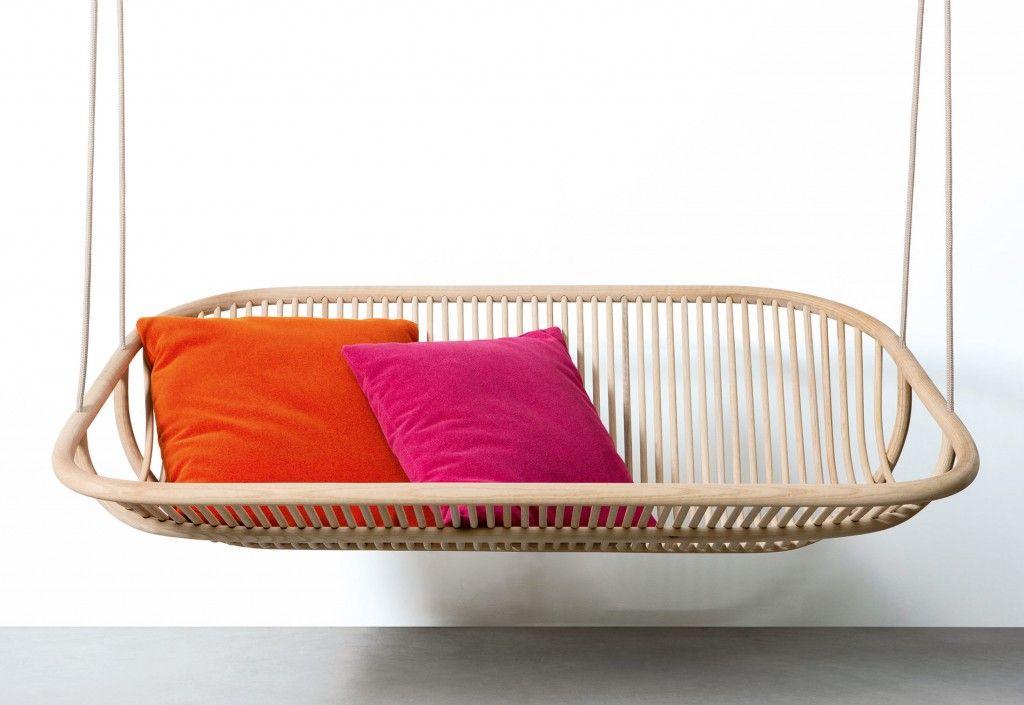 Un canapé al aire libre o un columpio de interior...
