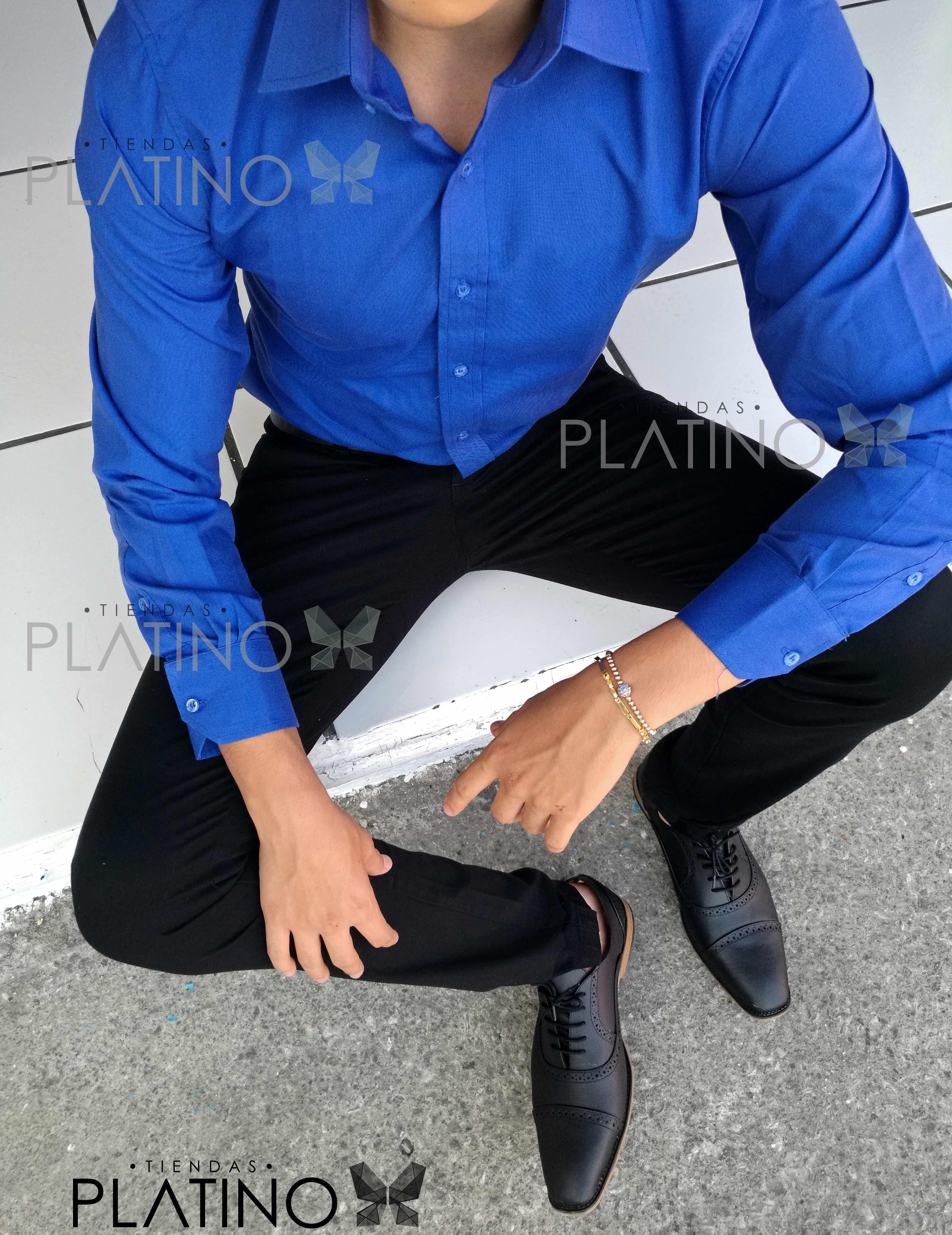 """Camisa formal francia lisa y pantalon de gabardina negro, calzado boston negro en piel genuina. Artículos hechos en México por la marca """"Moon & Rain"""" y de venta exclusiva en """"Tiendas Platino"""" #TiendasPlatino #Moda #Hombre #Camisa #Pantalón #Calzado #Mocasín #Outfit #Mens #Fashion #Dapper #Ropa #México #Looks #Style"""