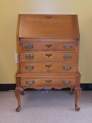 Queen Anne Desks 27 For Sale At 1stdibs >> Queen Anne Style Maple Drop Slant Front Secretary Desk