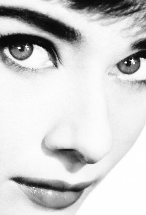 Those eyes!!!!!  Audrey Hepburn (1950's)