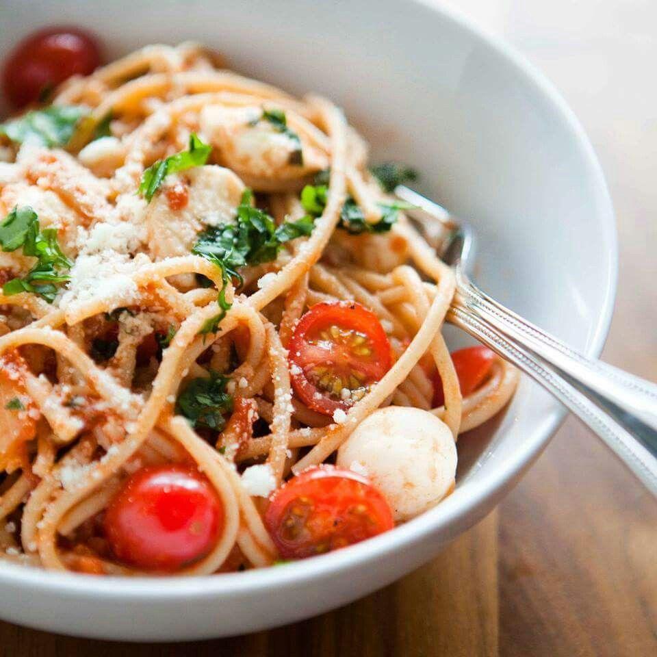 Spaghettis tomates cerises et mozzarella