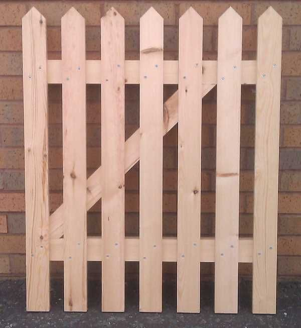 How To Make A Picket Fence Gate In About 30 Minutes Make Picket Fence Gate Garden Gate Design Backyard Fences