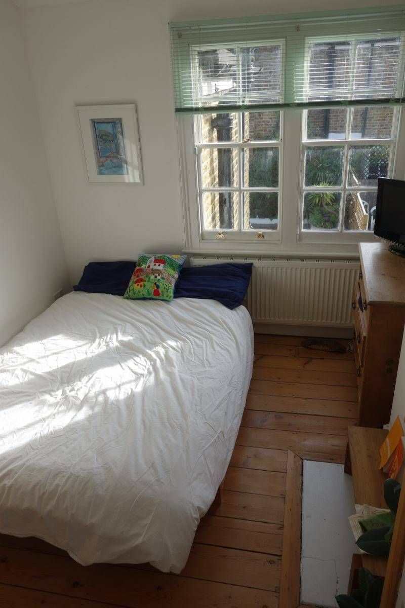 'Great room in cosy cottage opposite Brockwell Park' Room