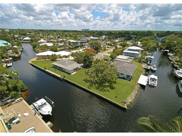 Aerial view of double lot with home on cul de sac with 283' of waterfront -