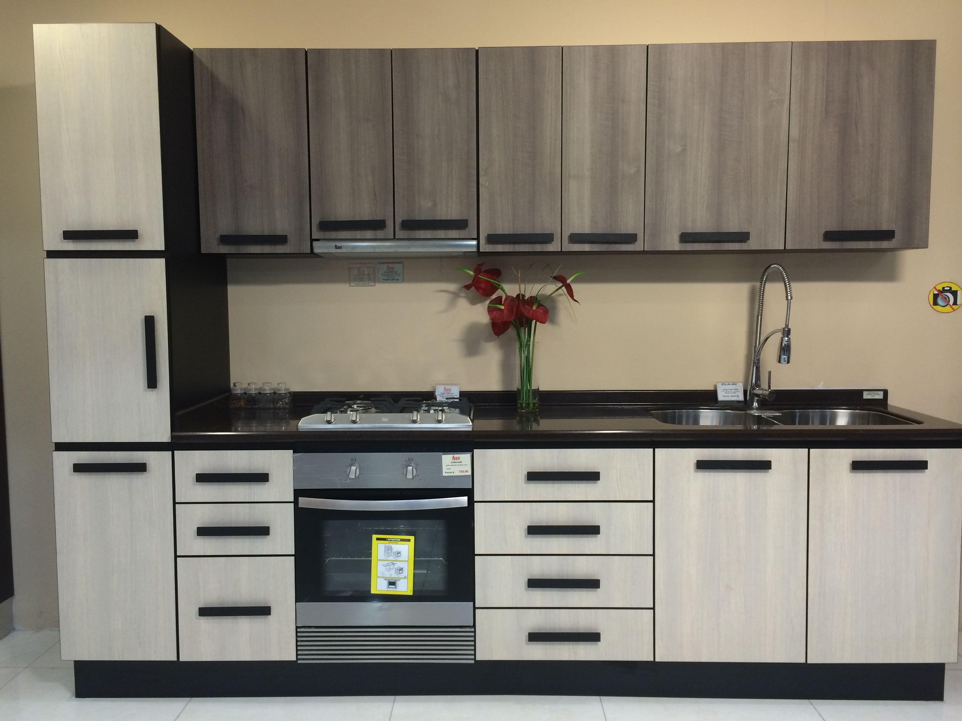 Cocina en laminado decorativo puertas cuadradas con - Cocinas en ele ...