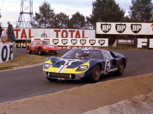 Ford Gt40 S At The 24 Heures Du Mans 1966 Mario Andretti And