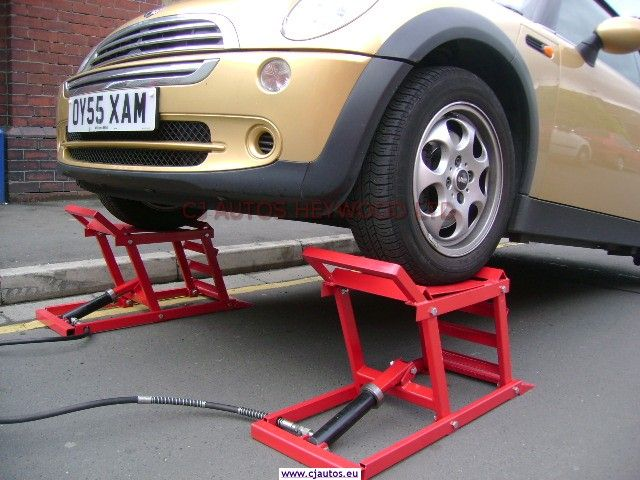 Hydraulic car ramps garage equipment for the classic car for Equipement complet garage auto