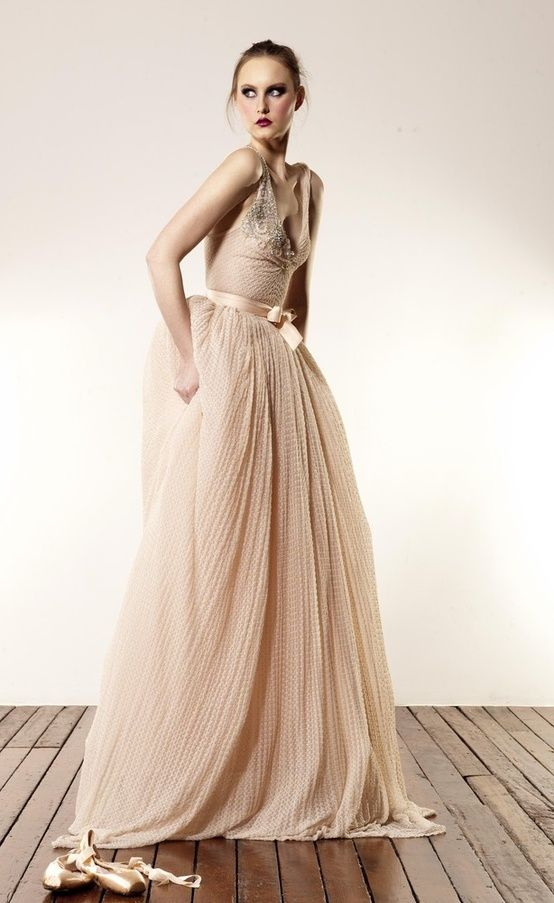 Gold Dust & Peach - Inspiration for a New Year\'s Eve Wedding ...