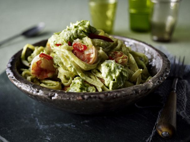 nudeln mit avocado feta creme und chiligarnelen rezept healthy food pinterest nudeln mit. Black Bedroom Furniture Sets. Home Design Ideas