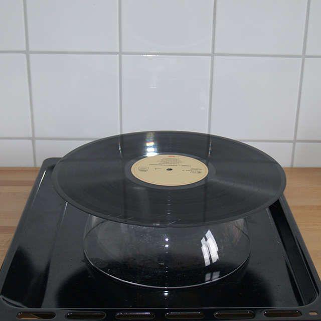schale aus schallplatte diy schallplatten basteln und geschenke selber machen. Black Bedroom Furniture Sets. Home Design Ideas