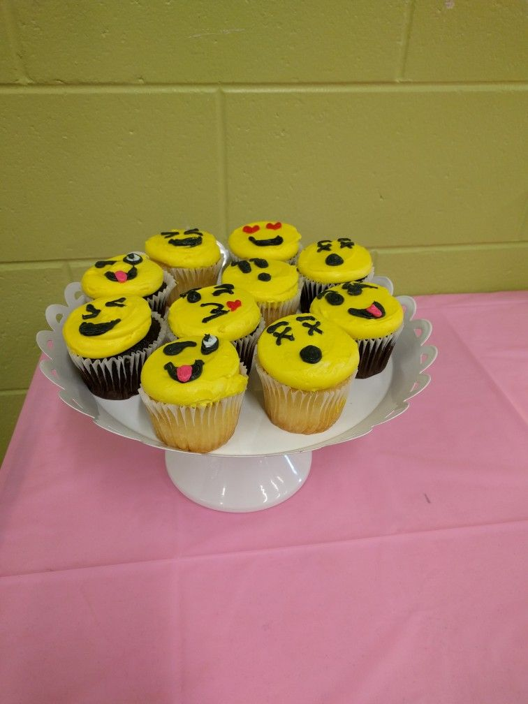 Emoji Birthday Party Emoji Cupcakes Made By Publix Bakery