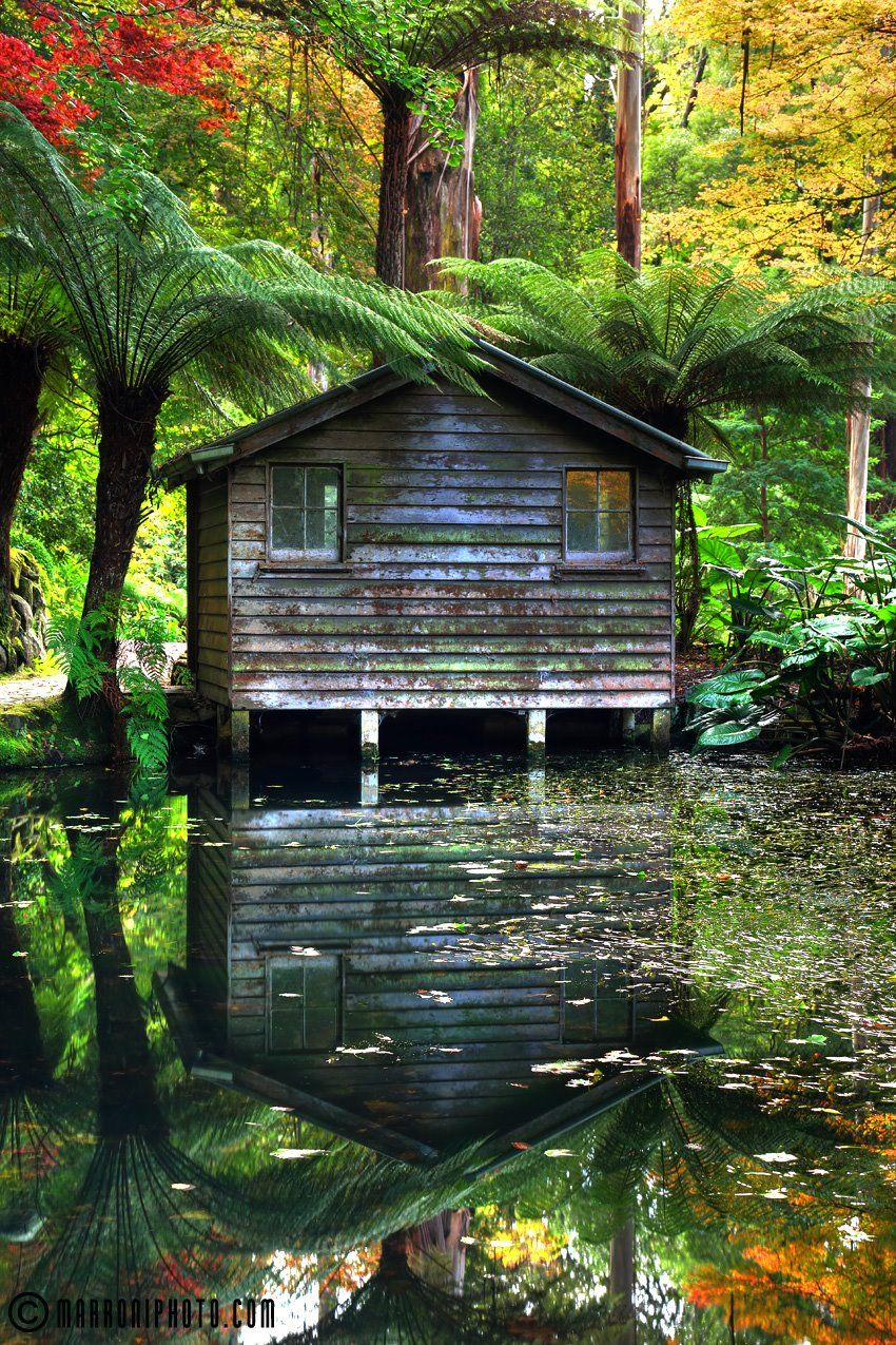 The old boat house in the Alfred Nicholas Memorial Gardens in ...
