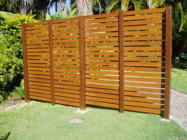 how to build a privacy screen from timber