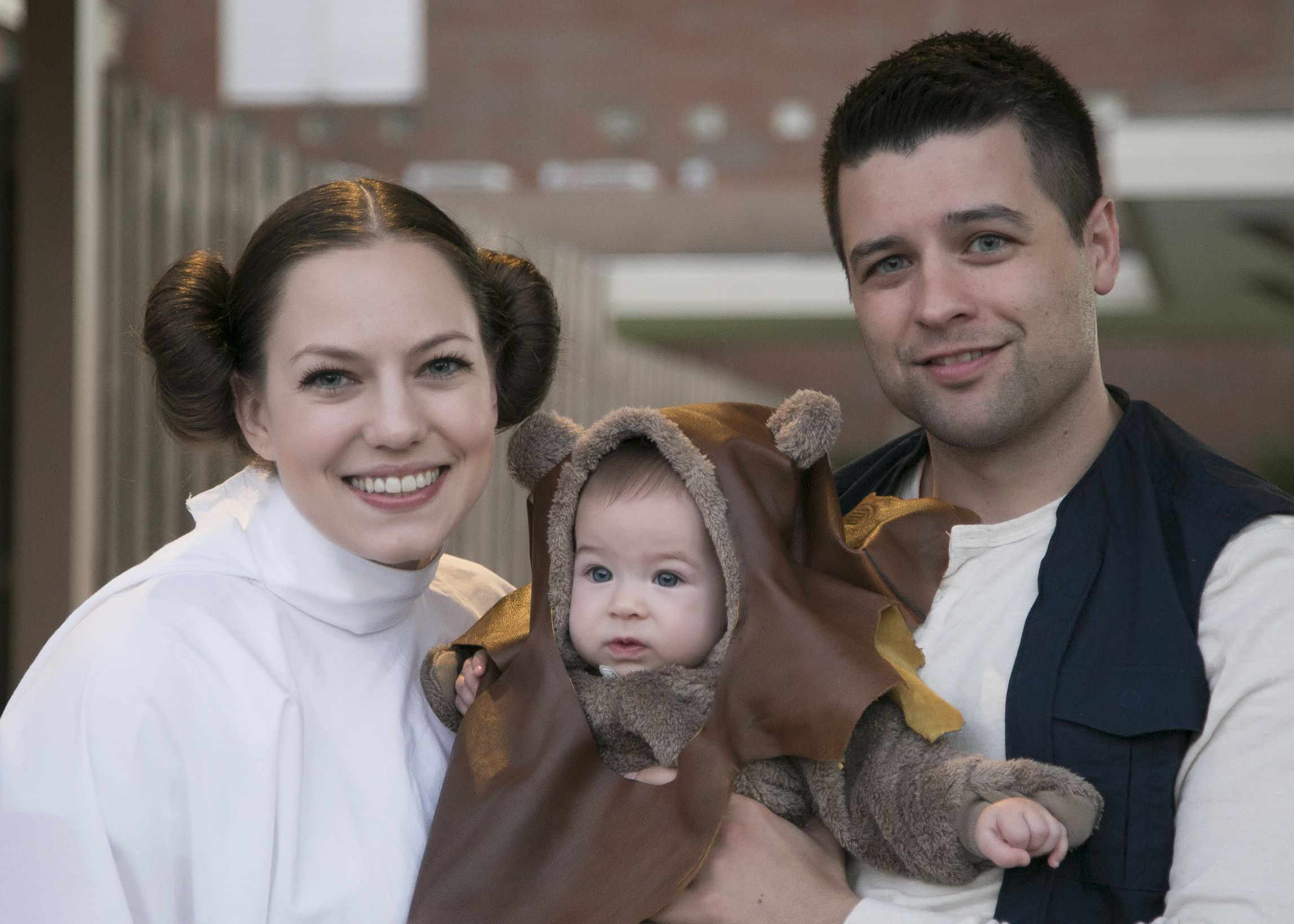 DIY Star Wars Family Halloween Costumes  sc 1 st  Pinterest & DIY Star Wars Family Halloween Costumes | Halloween Ideas ...