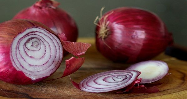 Eat Red Onion It Kills Cancer Cells, Stops Nose Bleeding, Protects The Heart And Much More