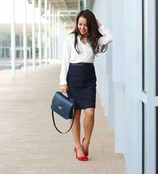 Para oficina Falda tubocamisa blanca y zapatilla roja | outfit | Pinterest | Faldas tubo ...