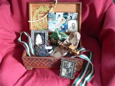 How To Make A Memory Box For Your Loved One With Dementia Memory Box Activities For Dementia Patients Dementia
