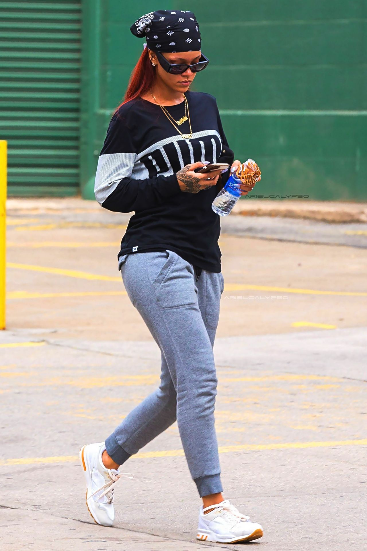 Rihanna out and about in New York. (16th May 2015)  2dee9cd41b