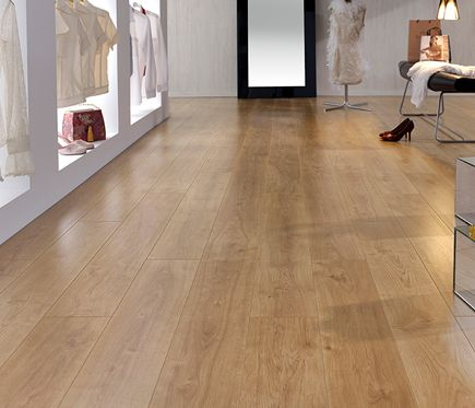 Suelo laminado finfloor roble retro leroy merlin for Suelos leroy merlin