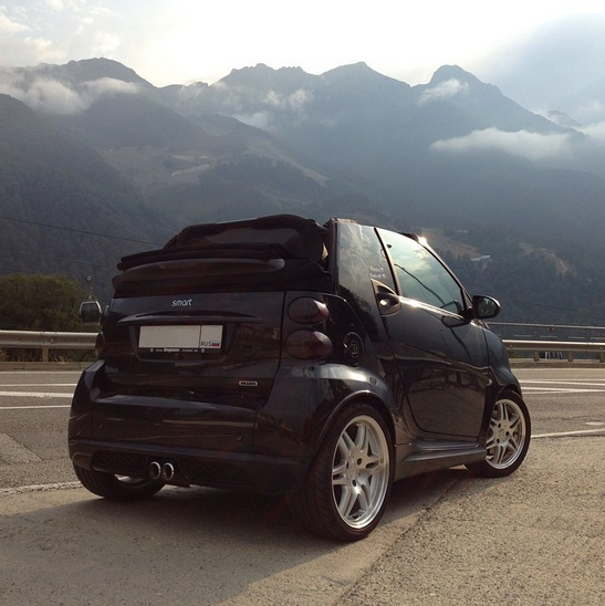 When your convertible soft top has remote roof release, the sky's the limit. Leases starting as low as $99/month mean your dream smart is closer than you think. What are you waiting for? Photo via @rasko666