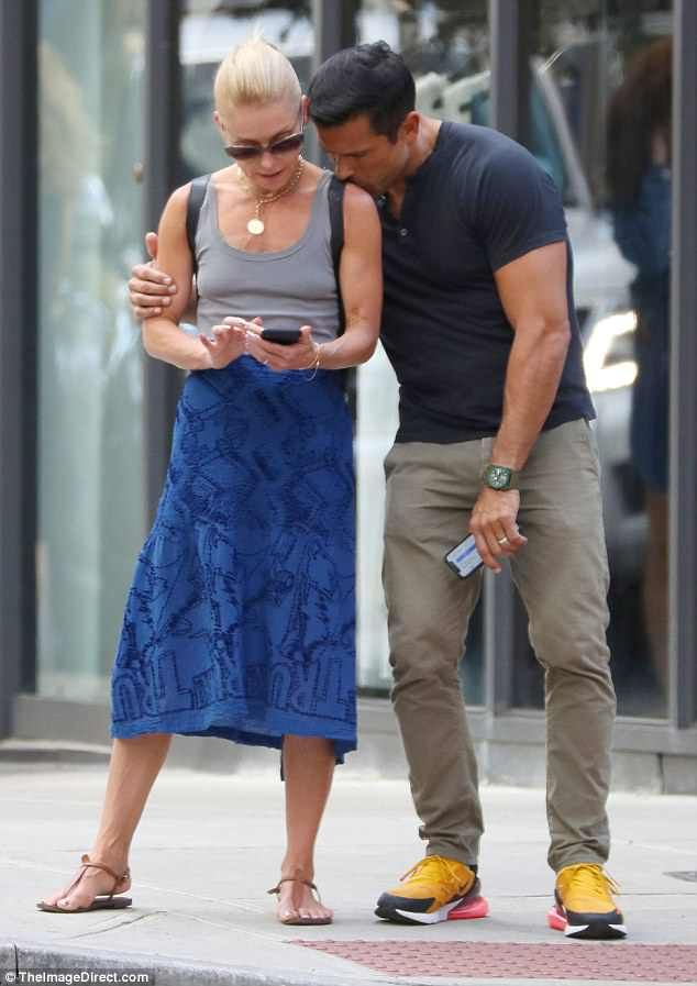 Kelly Ripa receives a kiss from Mark Consuelos during romantic stroll