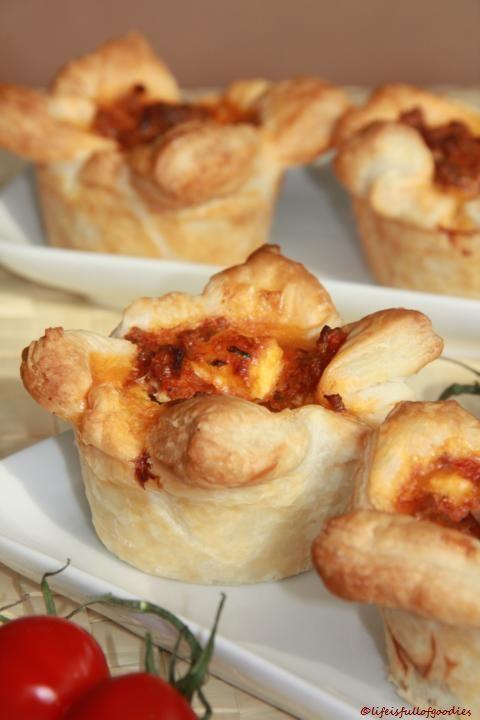 Blätterteigmuffins mit Hackfleisch und Feta - Life Is Full Of Goodies #muffinssalés