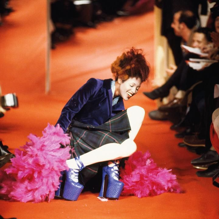 04057eb7e9e0 Naomi Campbell falling on the catwalk at Vivienne Westwood s s 1993 in Paris