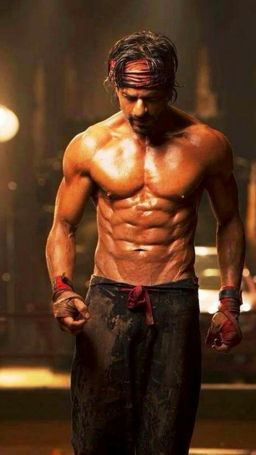 Pin By غ ــــدي ـــرシ On Shahrukh Khan In 2020 Shahrukh Khan Happy New Year Movie Khan