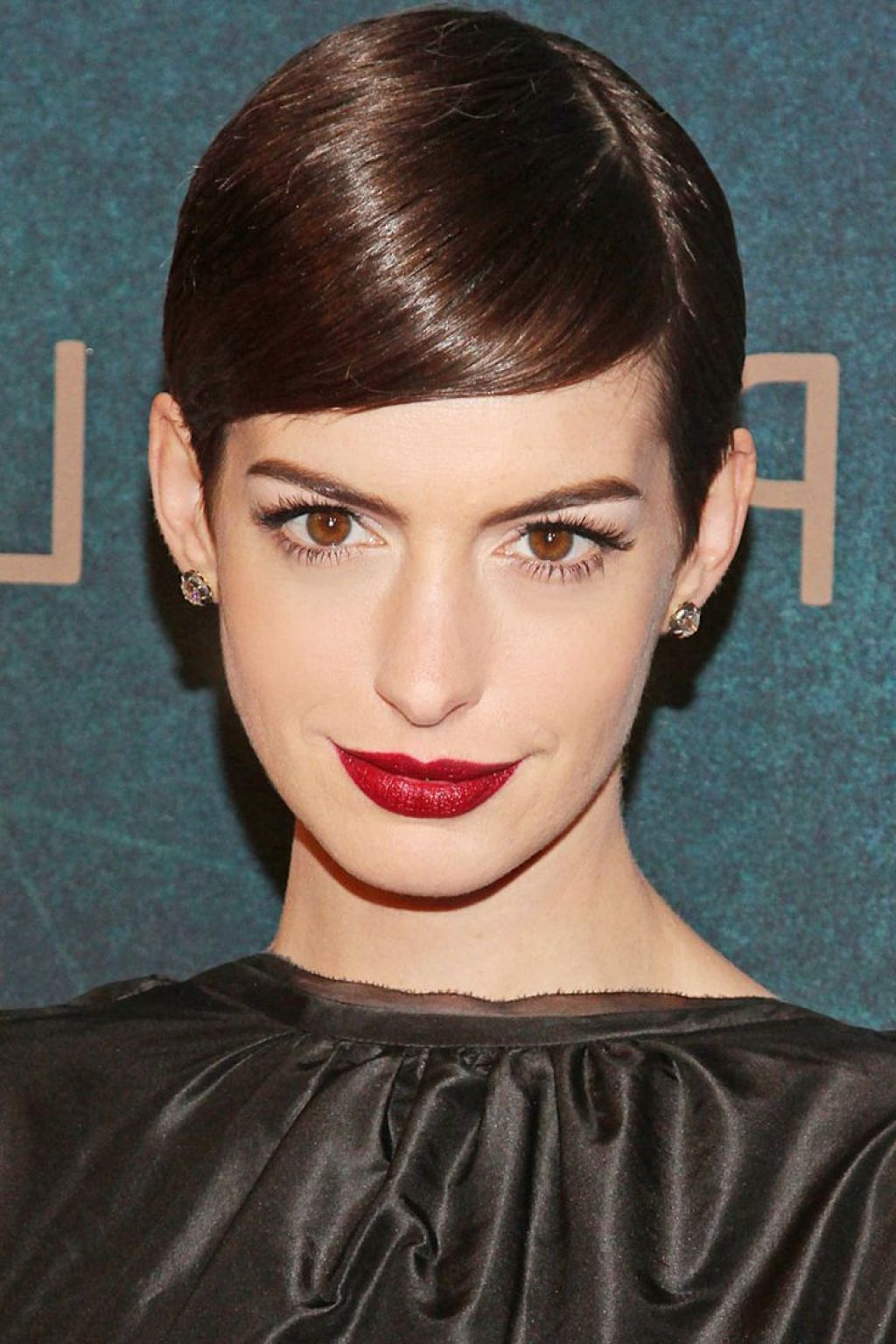 Mandy moore hairstyle pixie cut here s mandy with her trademark dark