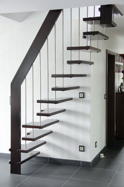 Best Modern Metal Ladder With Hung Up Stairs Effect Dachboden 400 x 300