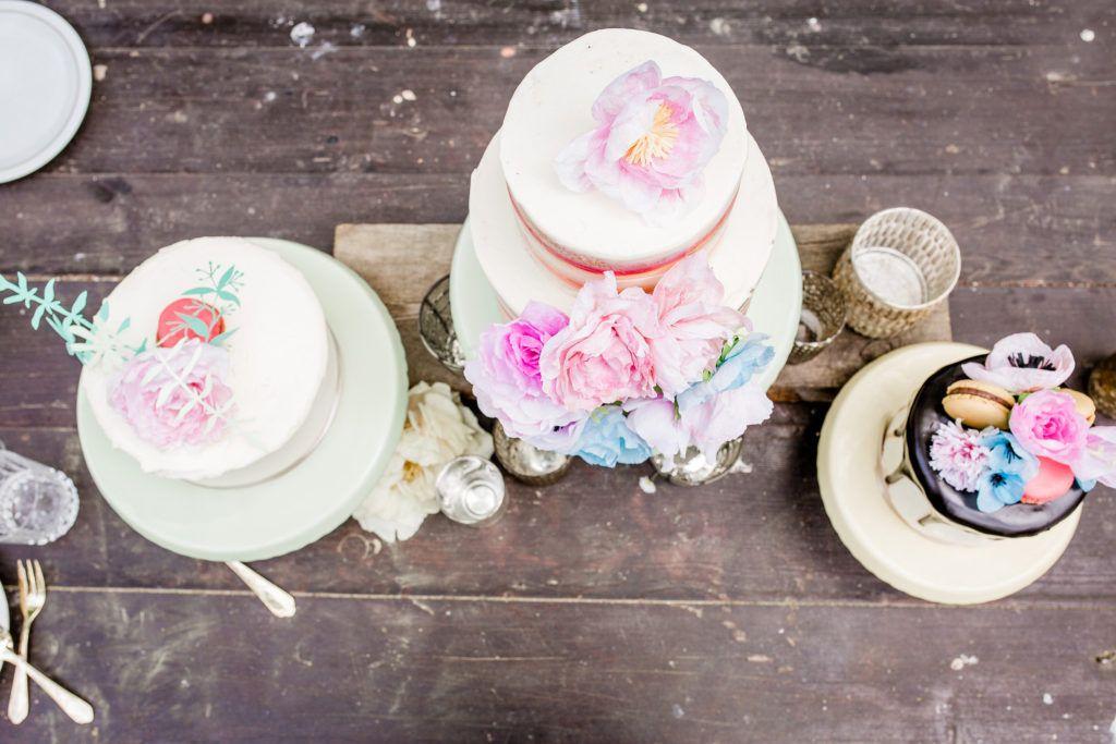 Inspiration Gartenhochzeit, Hochzeitstorte, Marmorkuchen, Papierblumen | Bio bäckerei, Bäckerei