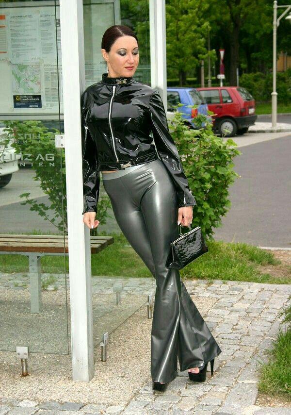Monica in public #latex | Påklædning | Pinterest | Leder