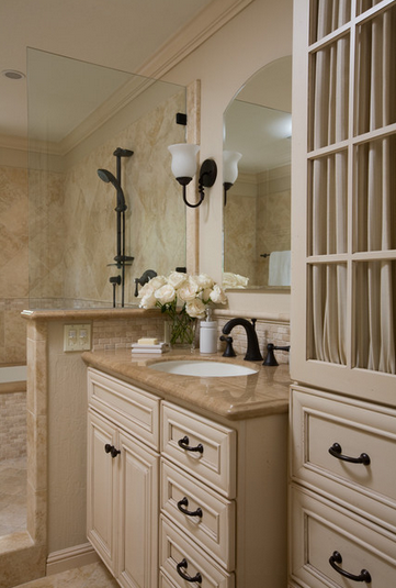Pin By Jane Holman On Bathrooms Traditional Bathroom Bathrooms Remodel Travertine Tile