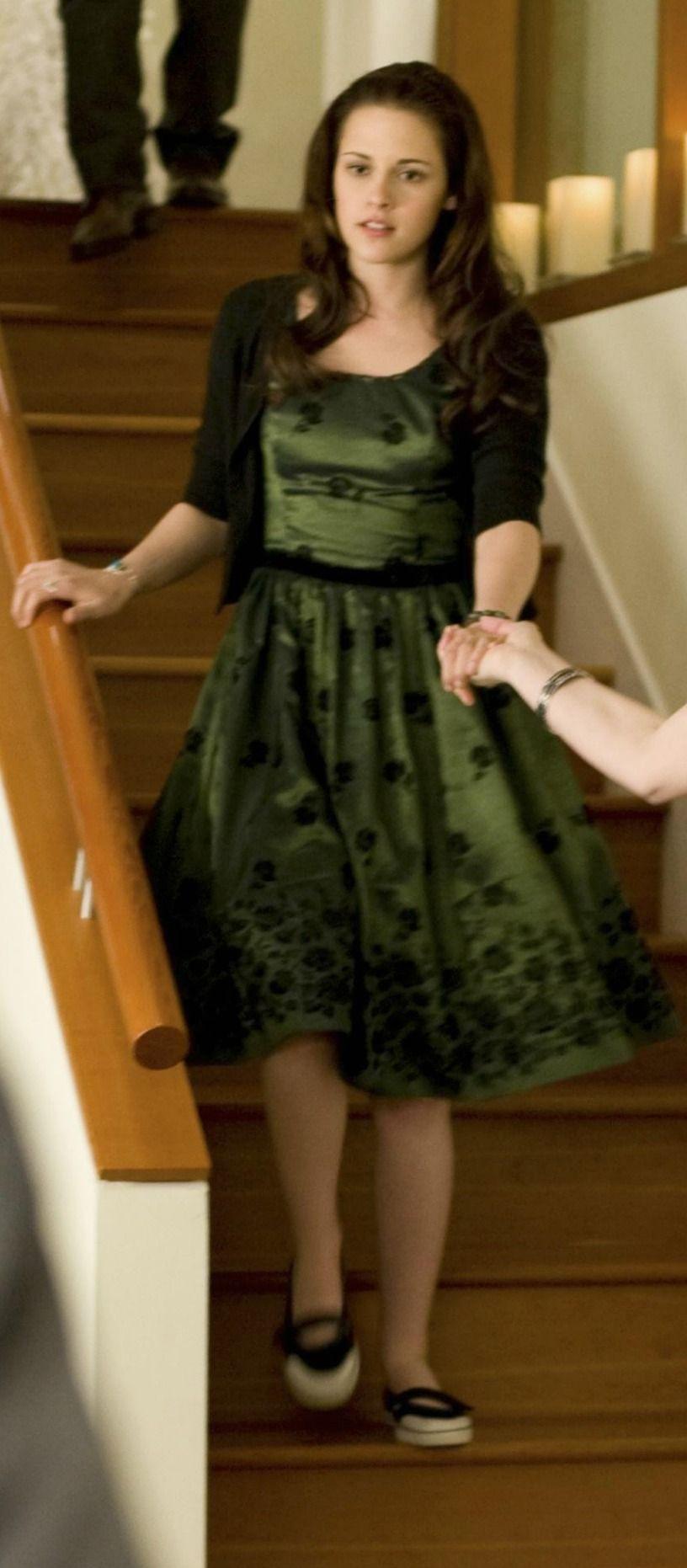 Bella Swan Green Taffeta Rose Embellished Birthday Dress In The Twilight Saga New Moon Dresses Twilight Outfits Dress Twilight [ 1862 x 816 Pixel ]