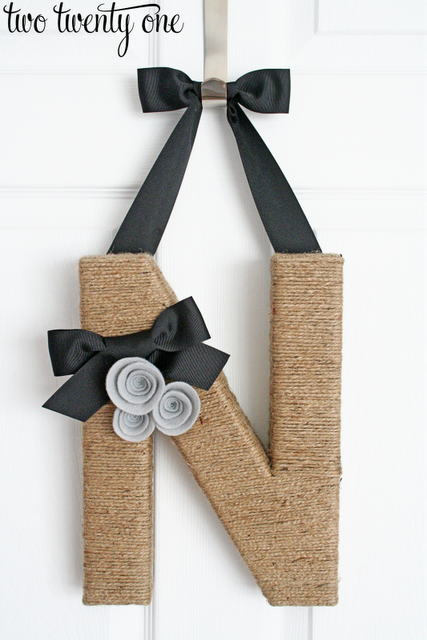 Great tutorial from Two Twenty One on covering an initial with jute