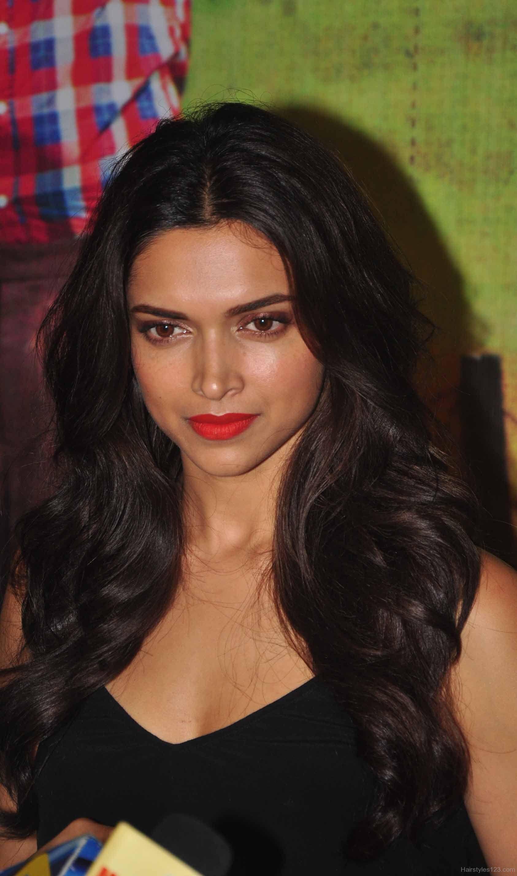 Deepika Padukone Wavy Hairstyles  Beautiful Bollywood -4674