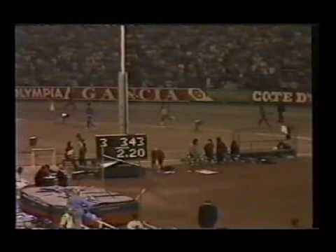 ▶ 10,000m race in the early 80's featuring Steve Jones from Wales - YouTube  I watch this before every race