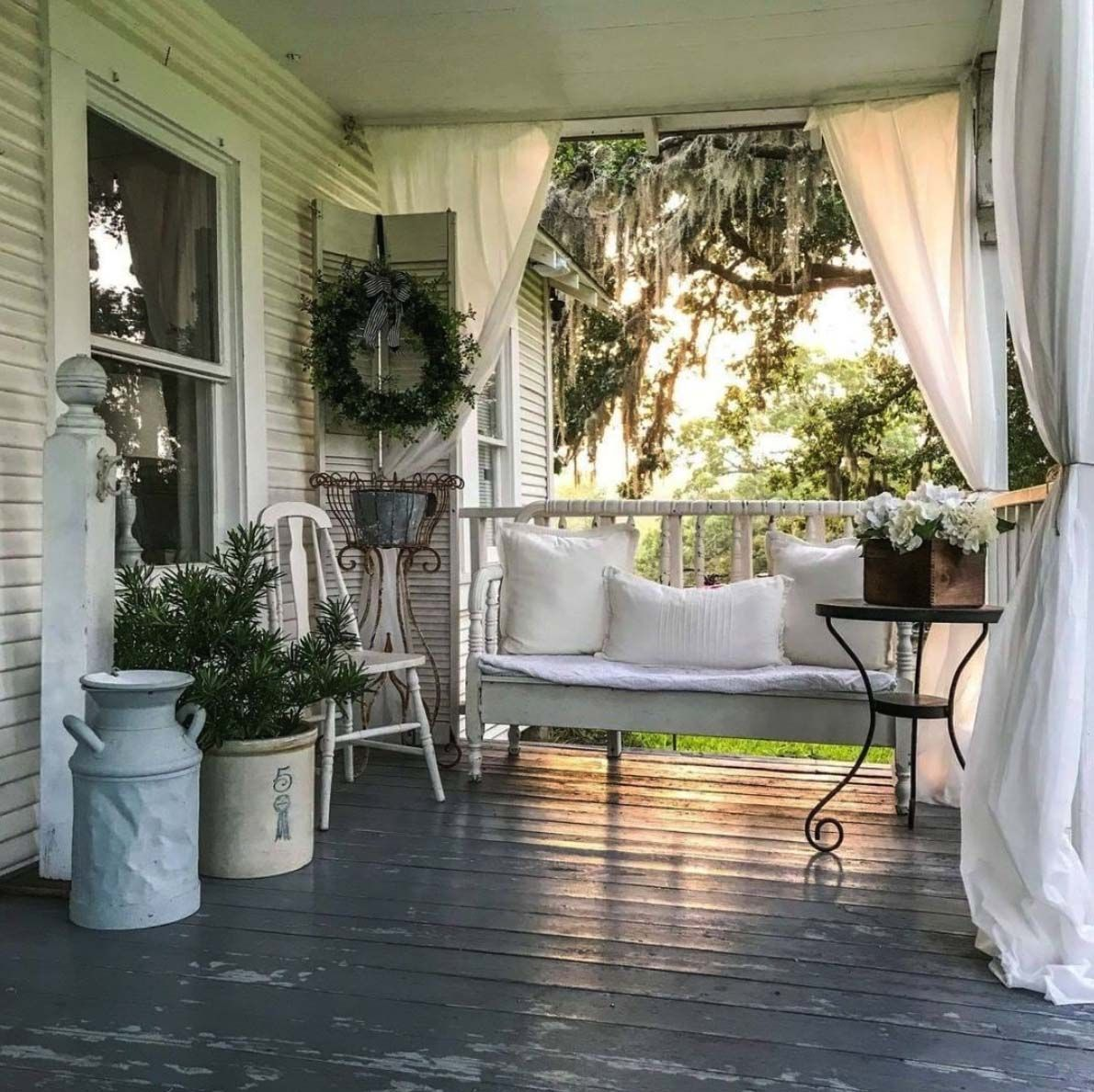 30 and inviting farmhouse style porch decorating